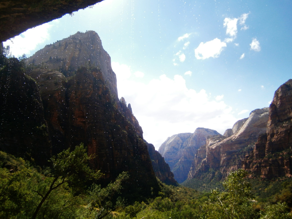weeping-rock-in-Zion-National-Park-in-Amerika