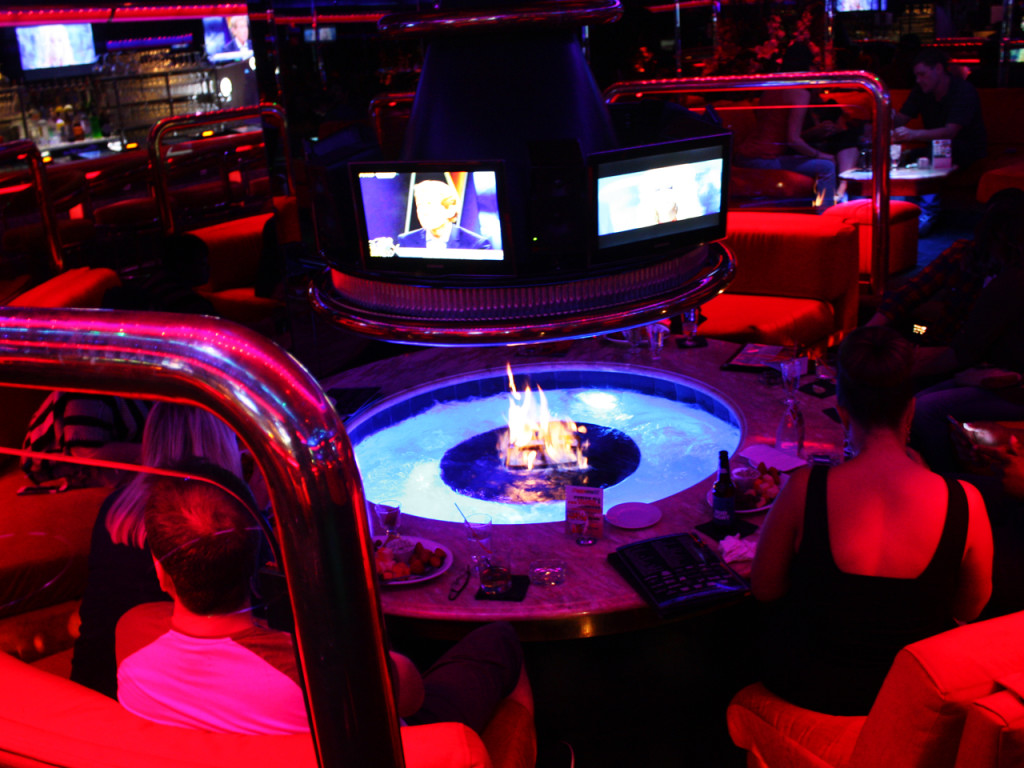 peppermill-fireside-lounge