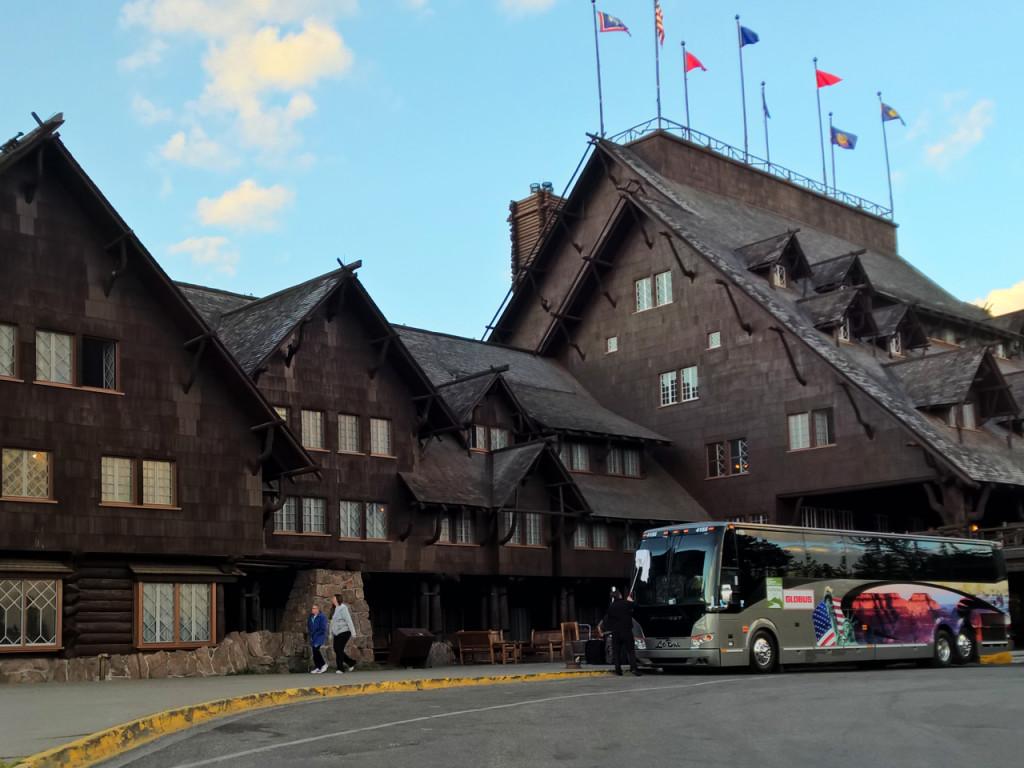 hotel-in-yellowstone-national-park-old-faithful-inn