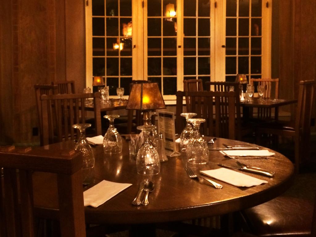 Old Faithful Inn Dining Room Old Faithful Inn Hotel In Yellowstone National Park
