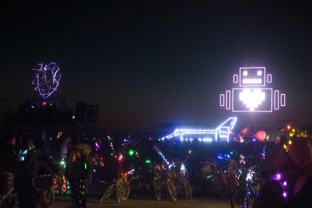 Burning-Man-USA-robot-heart