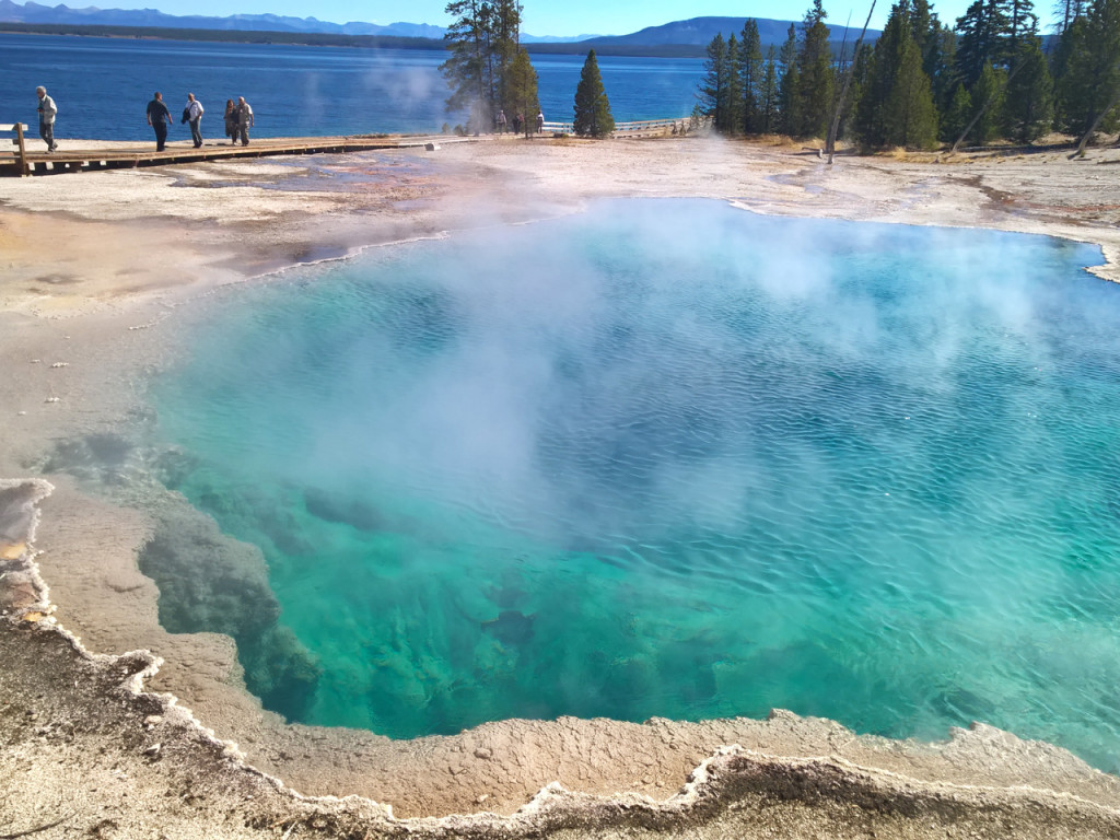 west-thumb-geyser-basin-in-Yellowstone
