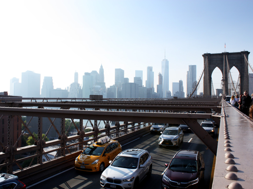 Brooklyn-Bridge-Taxi-view-skyline-New-York