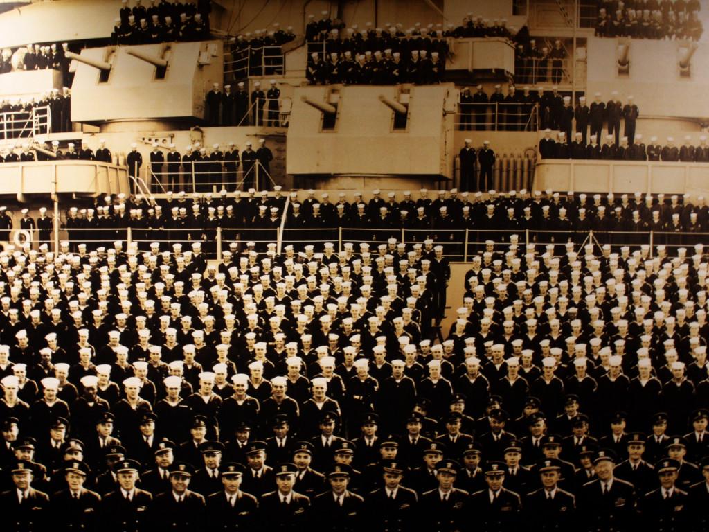 sailors-Battleship-New-Jersey-Amerikaans-slagschip