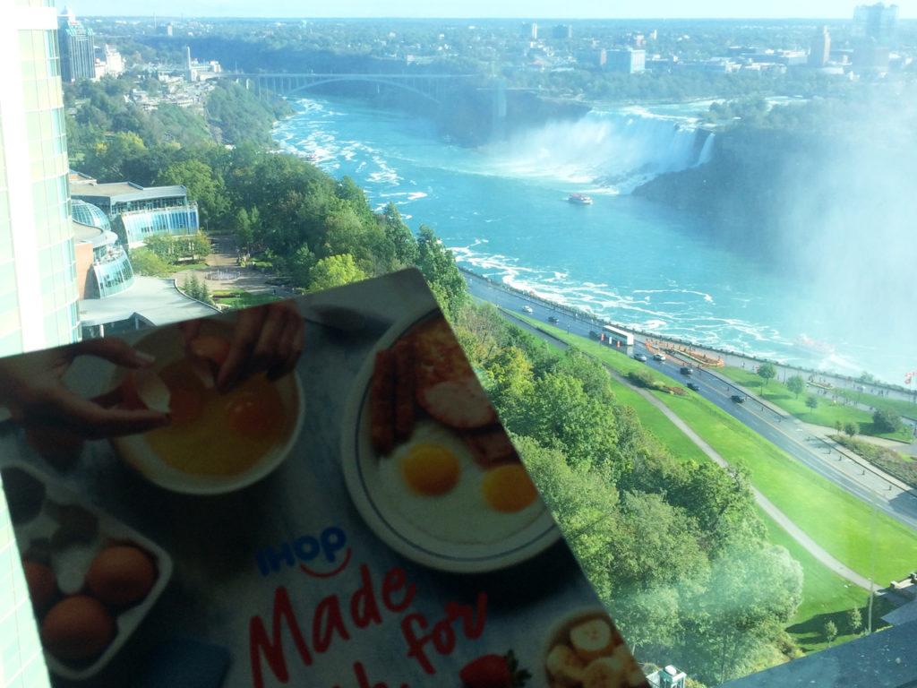 Ontbijt-met-uitzicht-op-Niagara-Falls