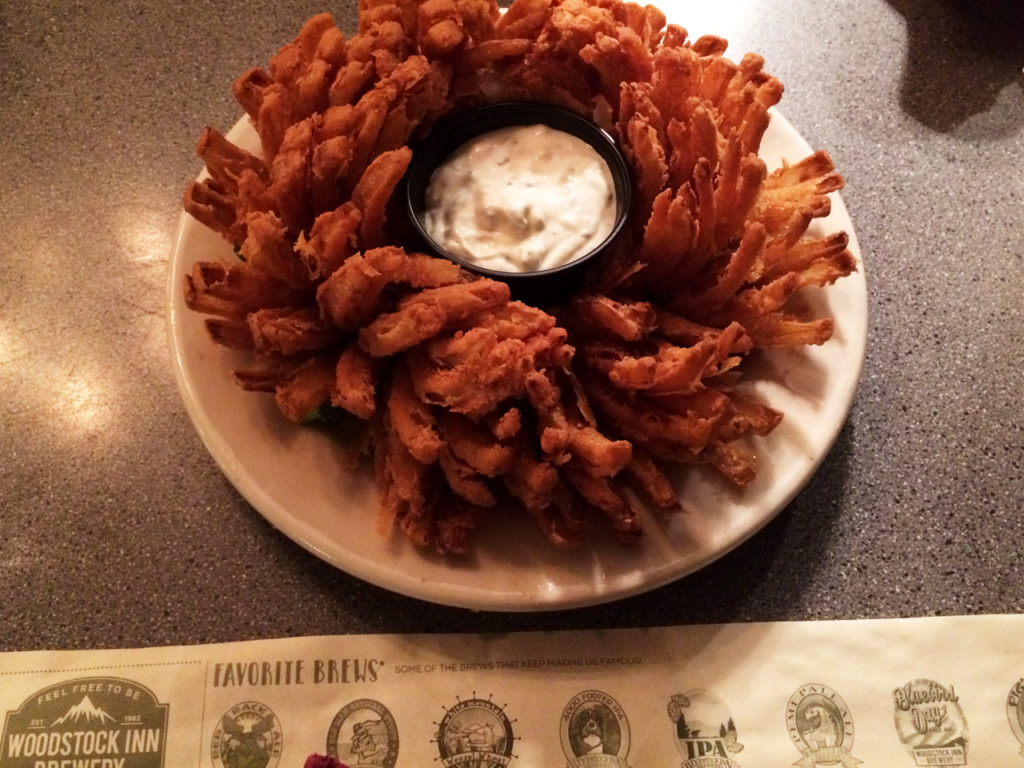 woodstock-Inn-restaurant-Lincoln-New-Hamsphire-blooming-onion