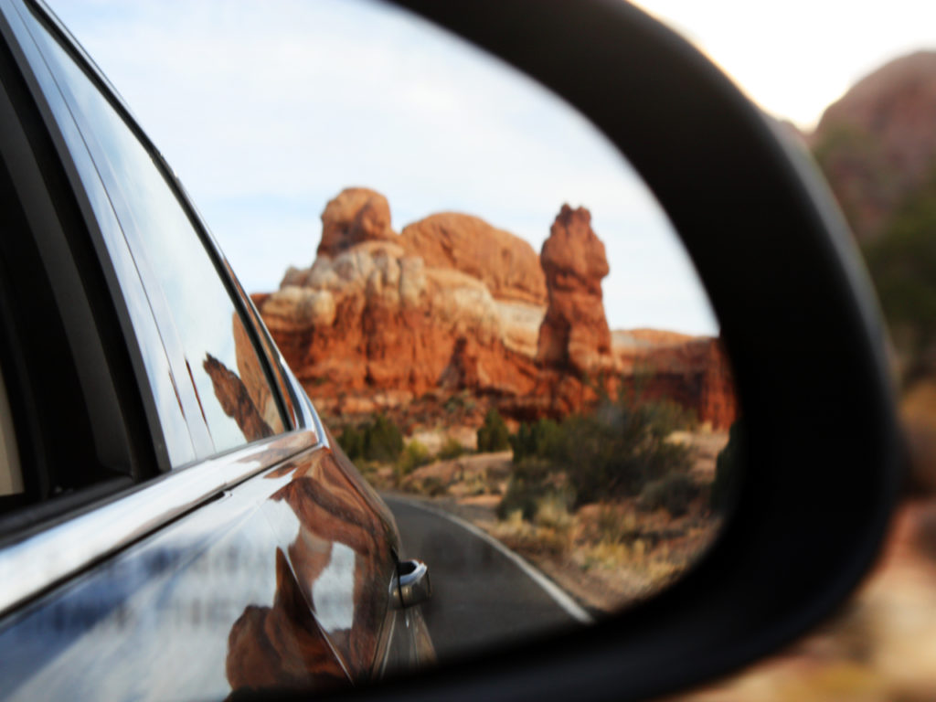Arches-car-mirror
