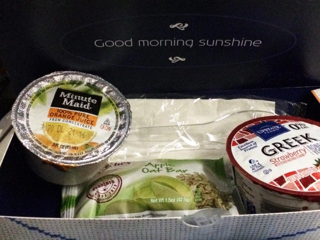 ontbijt-in-vliegtuig