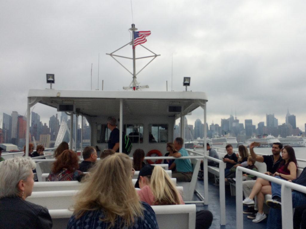 met-de-ferry-naar-New-York