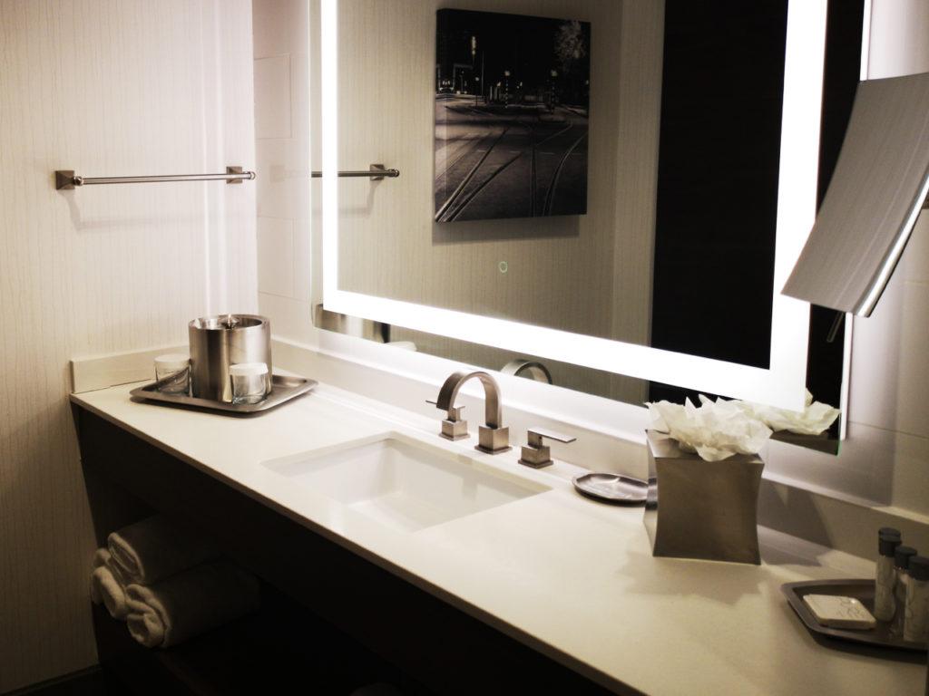 Napoleon-Hotel-Memphis-bathroom