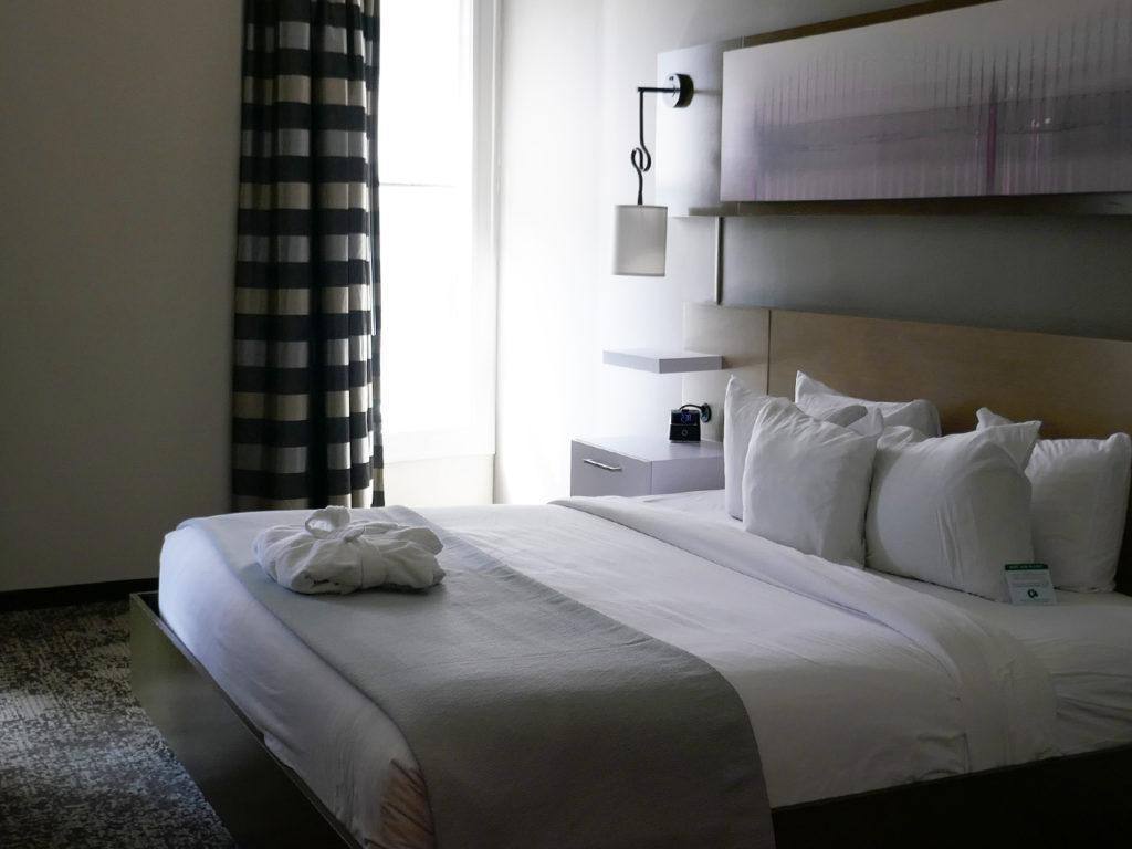 Best-bed-in-Memphis-Hotel-Napoleon