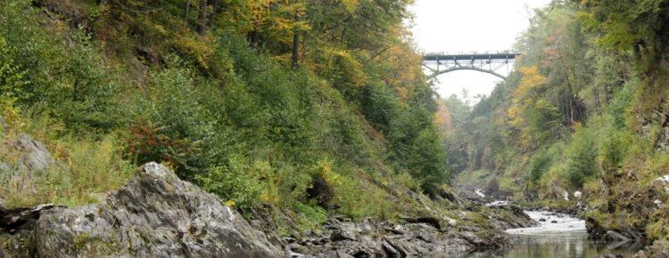 Quechee-Gorge-in-Amerika-bezoek-bezienswaardigheden-New-England
